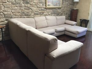 Sofa Chateau d'Ax Made in Italy West Island Greater Montréal image 2