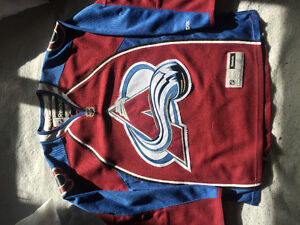 Avalanche jersey and toque