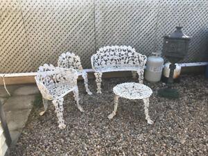 Mobilier extérieur décoratif en fer forgé 4 pièces.