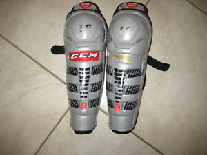 CCM U08 LE jr. shin guards