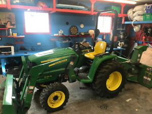 John Deere 3032E Tractor - Front End Loader and Snowblower
