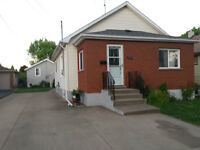 B&B with 2 HOUSES on LARGE LOT in Niagara Falls, ON