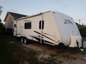 2005  Keystone Zeppelin 28 foot trailer