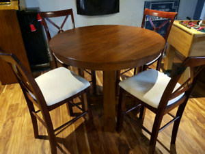 Real wood pud style table and chairs