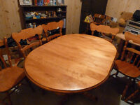 SOLID MAPLE TABLE WITH 6 CHAIRS AND 2 LEAVES
