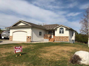 Beautifully well maintained single family home in Dryden, ON