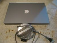 clam shell apple laptop iBook