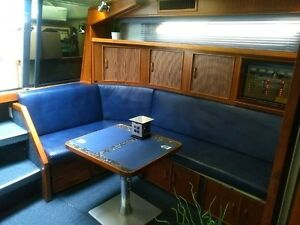 1987 SEA RAY 390 Express Cruiser Kitchener / Waterloo Kitchener Area image 3