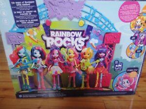 Jeu neuf:Ensemble Rainbow rocks avec Barbie Pinkie Pie