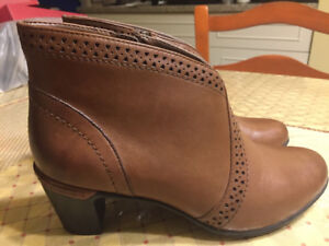 Women's Rockport New in Box light brown ankle boots- size 7.5