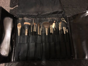 21 MAC BRUSHES (excellent condition) selling as is