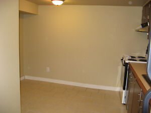 CENTRALLY LOCATED LARGE BACHELOR HEAT, WATER AND POWER INCLUDED Edmonton Edmonton Area image 4