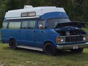 1985 Dodge Ram Van Camp wagon VUS