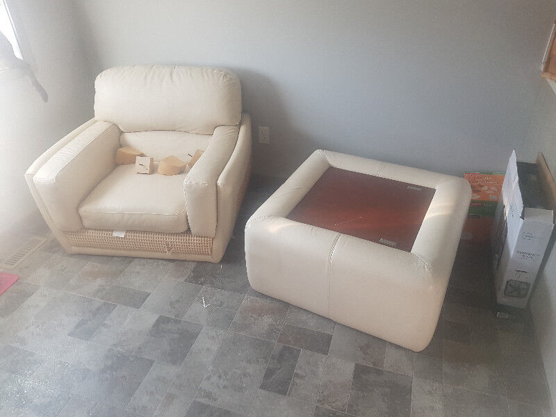 White Leather Chair With Ottoman Chairs Recliners Red Deer Kijiji