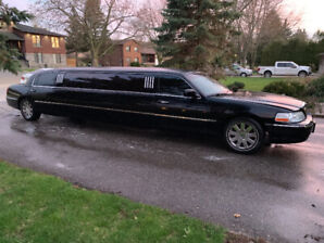 2005 Lincoln Town Car 8 Passenger Stretch Limousine