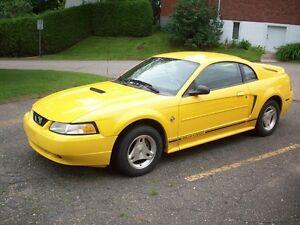 1999 Ford Mustang noir Coupé (2 portes)