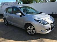 Renault 2010 Scenic Dynamique TomTom 1.9dCi Diesel Manual MPV in Silver