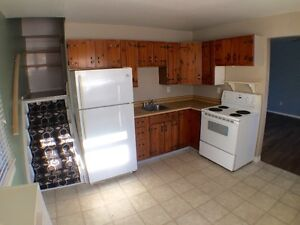 BRIGHT WELLAND 2 BDRM UNIT $799 +HYDRO AVAIL OCT 1ST!
