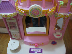 BARBIE PRINCESS PLAY DRESSER AND BARBIE BED WITH MELODY Cambridge Kitchener Area image 2