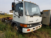 2002 Hino cab and chassis Truck  ****CALLS ONLY**** Calgary Alberta Preview