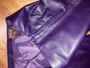 LADIES LEATHER PANTS.  Size 10. Rich purple. Italian leather
