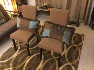 Set of chairs with accent pillows