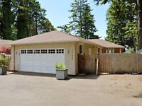 A rare oceanfront, 3 bedroom rancher side by side strata duplex!