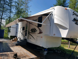 2011  Cedar Creek Silverback, bunkhse, washer/dryer, 2bath