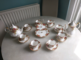 Royal Albert old country rose teaset (New condition)