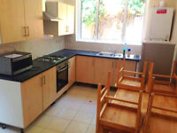 4 bed house in East Ham perfect for shareas and professionals, perfect for DSS too