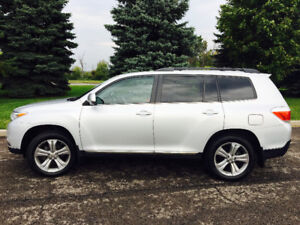 2013 Toyota Highlander Sport, Low KMS & Absolutely Immaculate!