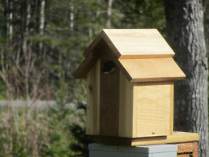 CEDAR TREE SWALLOW NESTING BOX/BIRD HOUSE
