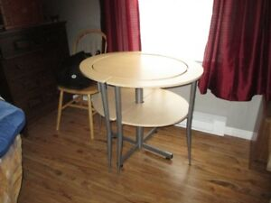 UNIQUE SMALL TABLE AND 2 CHAIRS