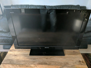 """Sony 32"""", 720p TV (Missing controller)"""