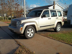 4 x 4!!!!!  2011 Jeep Liberty Like New!!!!!