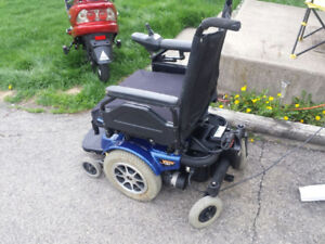 ELECTRIC WHEEL CHAIR( PRIDE JAZZY 1101)/EXC. COND./NEW BATTERIES