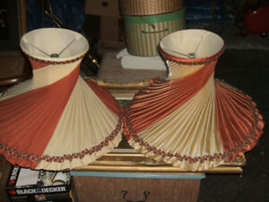PAIR ANTIQUE POLISHED SILK SATIN PLEATED SWIRL TOP HAT SHADES