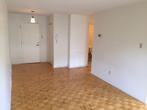 DORVAL-Must see One bedroom! Amazing apartment building! JULY1