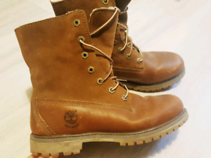 Womens size 7 Timberland Leather Boots