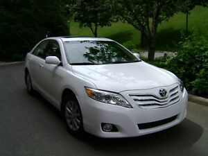 2011 Toyota Camry XLE V4 couleur blanc, Berline