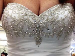 Beautiful Wedding Dress Like NEW!!