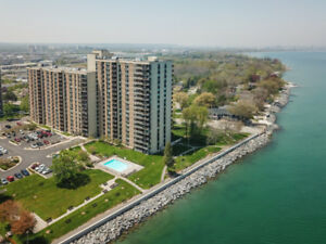 RENOVATED EXECUTIVE LAKEFRONT CONDO!