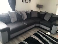 Swede sofa brand new condition 3 comer 1