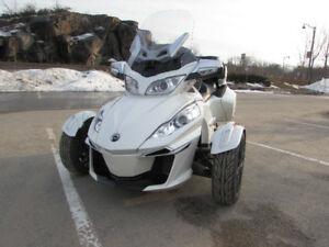 2015 can am spyder rts motorcycle / loaded / like brand new