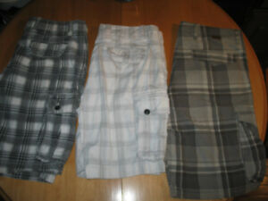 VARIOUS KINDS OF MEN'S CARGO SHORTS (SIZE 38) FOR SALE
