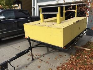 UTILITY TRAILER WITH RACK AND COMPARTMENTS