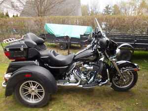 Harley Tri-Glide  Reduced to $25000.00 with safety!!!!!!!!!