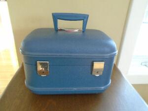 ancienne valise de voyage  ronde miroir à l intérieur