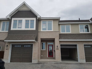 New 3 Bed 2.5 Bath home – 905 Stonewalk Dr – Eastend – Avail Aug