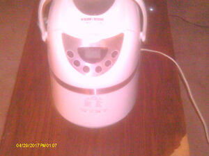 BRAND NEW NEVER USED BLACK AND DECKER BREAD MAKER